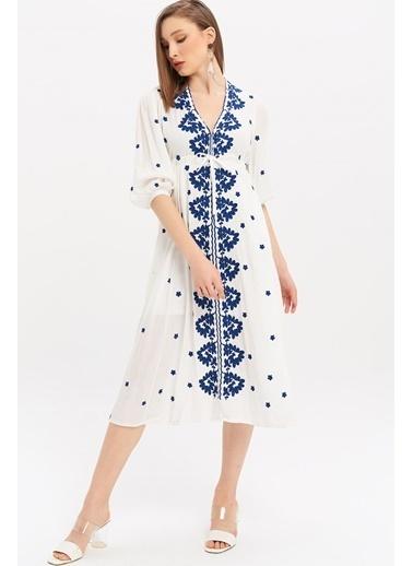 ESQ Mavi Nakışlı Krınkıl Elbise Beyaz